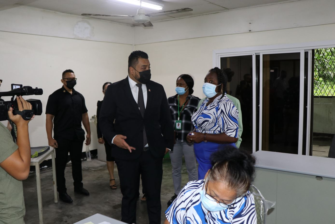 Minister Somohardjo op werkbezoek bij bvb Paramaribo-Centrum en Sipaliwini – De Boodschapcds